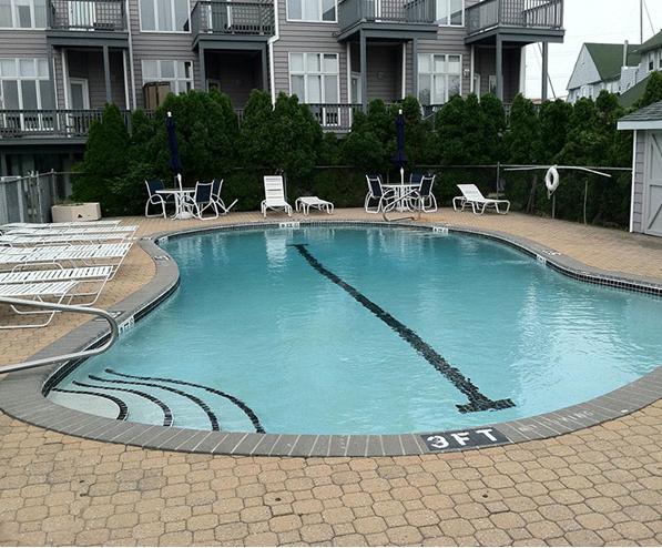 commercial pool builders